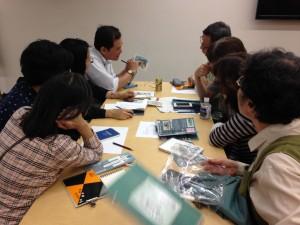 建物の描き方について講義する渡邉先生。みなさん熱心に聞いていらっしゃいました。